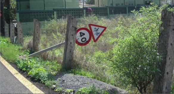 La mala señalización o el deterioro de las mismas puede confundirnos y provocar situaciones que nos distraigan. www.canariasgrita.blogspot.com
