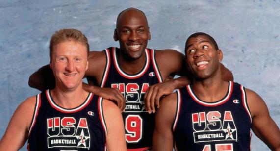 Los tres mejores jugadores de la historia del baloncesto: Jordan entre Bird y Magic. wallsizes.com