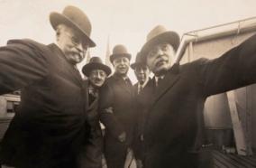 Los fotógrafos de Byron que se hicieron el 'selfie' en 1920 en Nueva York.