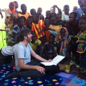 Paco Roca durante su viaje a Mauritania. Oxfam Intermón