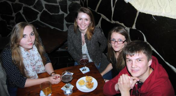 De izquierda a derecha, Kateryna, Iryna, Lilia y Mikhail.